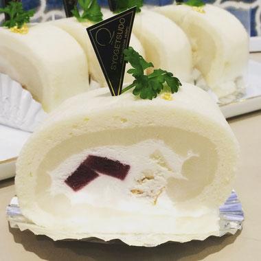 宝達ロールくーずぇ 宝達葛とルビーロマンリキュールを使用したロールケーキです。