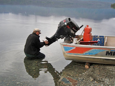 Fertigmachen zum Fischen                                                                  - Kathleen Lake Yukon-Territorium