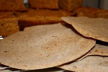 Pendant 7 jours, les Israélites devaient manger des pains sans levain. Le fait de manger du pain levé pendant cette période était puni de mort.