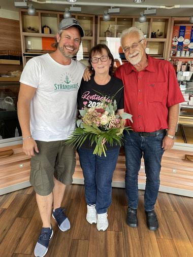 Mechthild Fladung an ihrem letzten Arbeitstag mit Eike und Lutz Hillebrecht