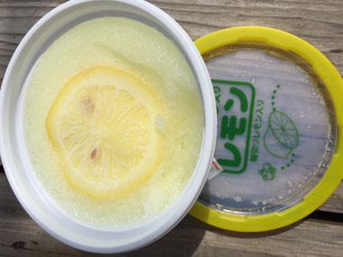レモン入りさっぱりさわやか~♪ アイスで涼みました。