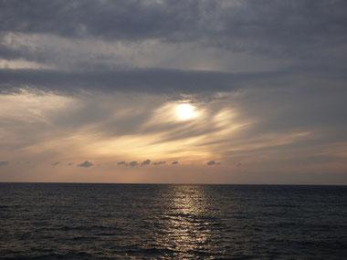 昼間はポカポカでサンセット期待しましたが、夕方には冷たい風と厚い雲に・・