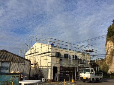 屋根の工事も順調です。
