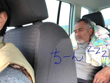 ポンチョを枕に本格的に寝ました(笑)