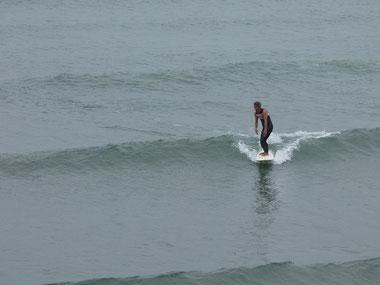 かなりたるい波でしたが、テイクオフも速かった?パドル力も凄い!!
