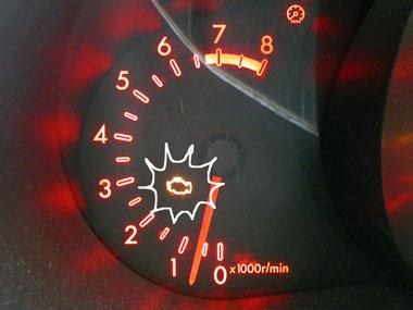 突如エンジン警告灯が点灯した!
