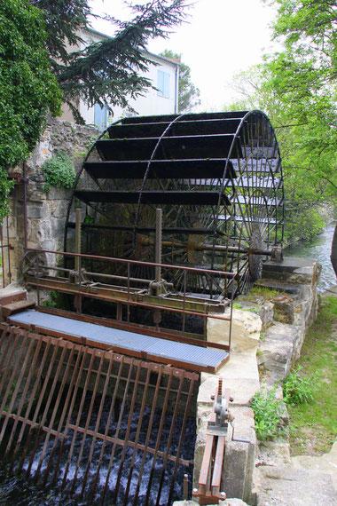 Bild: Le Thor Vaucluse mit Wasserrad