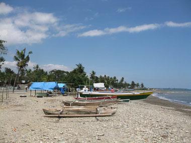 Barche di pescatori sulla spiaggia di Bidau Santana