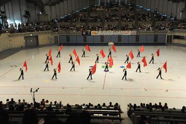 金賞と全国大会出場権を獲得した八重高カラーガード部=30日午後、沖縄コンベンションセンター