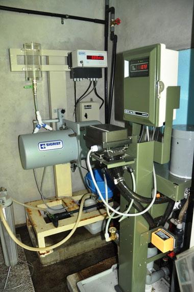 水質を自動で検査する装置