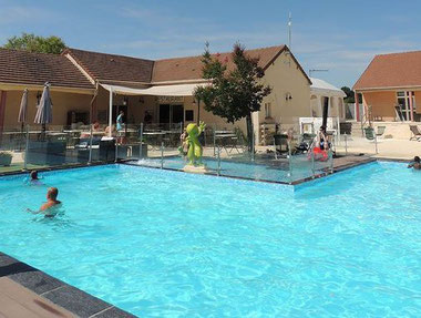 campsite-Loire-Valley-near-Tours-where-to-sleep-swimming-pool