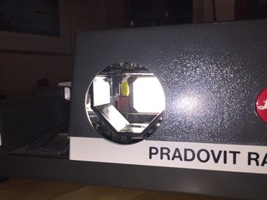 Leitz Pradovit Dia-Projektor, Blick von vorne auf die Diffusorplatte, Dr. Ralph Oehlmann, Oehlmann-Photography