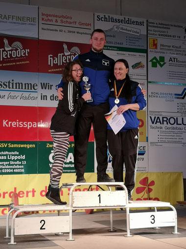 Marcin Smolarek mit Nina Porrmann (l.) und Angelique Lembke (r)