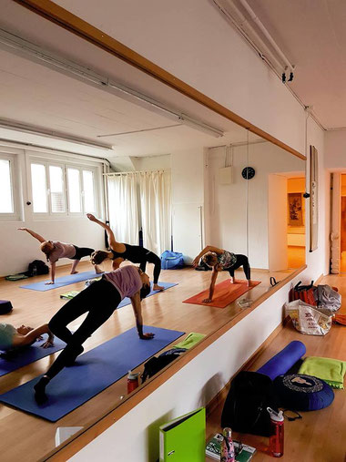 Vinyasa Yoga, Yoga Kurse, Meditation, Golden Age, Yogalehrer Ausbildung, Yoga Teacher Training, 200 Stunden, Yoga2day.institute, Yoga2day, Zürich Oerlikon