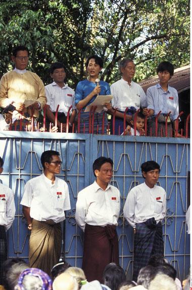 Aung San Suu Kyi bei einer Ansprache im Jahr 1995