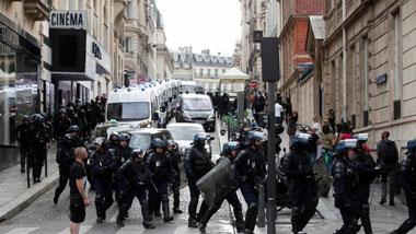 Беспорядки во Франции против санитарных пропусков