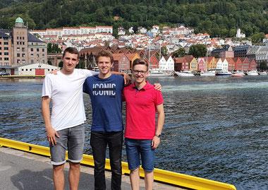 Angekommen in Bergen: Philipp, Lasse und Thomas