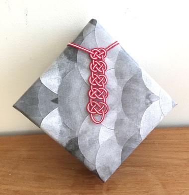 """tie"" motif Mizuhiki wrapping"