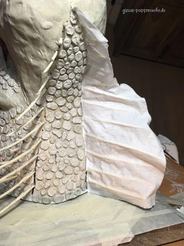 Drogon, papermache, papiermache, Drachenkopf, Drachentrophäe, handmade, ginas-pappmache.de, Skulptur, Schuppen