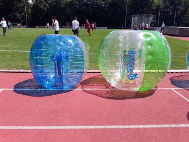 Bubble Soccer mobiles aufblasbares Fußballfeld Soccer Court Vermietung Verleih Frankfurt günstig Bumper Ball Fußballumrandung