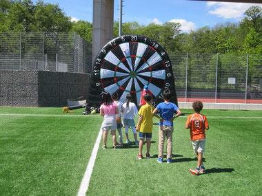 Fußball Dart Verleih Fußballdart mieten Frankfurt Foot Darts Footdarts Fußball Dartscheibe Klett Klettfußball mieten Eventmodule