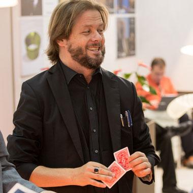 Magie mit Spielkarten - Christian Knudsen, Zauberer in Hamburg