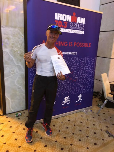 Hip hip hip ...hourra !!!!!!! pour Bernard qui au terme d'une course maîtrisée dans des conditions climatiques difficiles se classe 7e de sa catégorie d'âge en 5h03 au Triathlon 70.3 de Grèce. Une très belle performance qui le qualifie pour la finale 70.3
