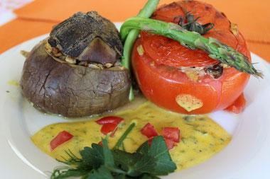 Mit Tempeh gefülltes Gemüse