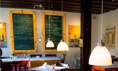 Sondergerichte und Sonderweine auf der Tafel
