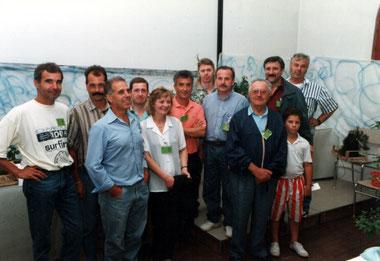 Foto di gruppo del Jin Bonsai Club, al centro il fondatore Dorigo Alessandro. Anno 1996