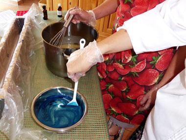 Gemeinsam Seifen sieden, Kurse in der Seifensiederei, Wohnzimmer-Manufaktur für Seifen und Reiniger