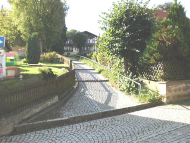 Kuhfladenweg im September 2012 - im Hintergrund Villa Biedermann (Haus Hubertus)