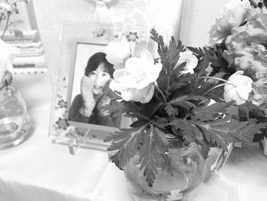 イチリンソウ 遺影 手向けの花