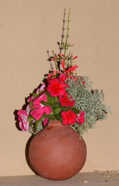 Side view of this week's Monday vase