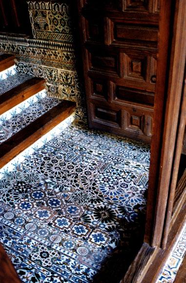 Escalones Monasterio de San Clemente. Azulejos s.XIV-XVIII