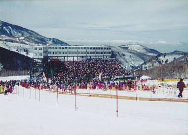 写真は1998年、長野パラリンピック・スキー競技のゴール付近の様子