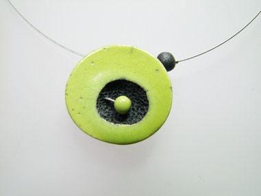 pièce unique  collier en ceramique raku vert