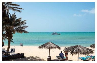 am Strand der Beachbar Pérola d'Chaves  auf Boa Vista auf der Fish, Chill & Grill Tour mit Boa Vista Tours