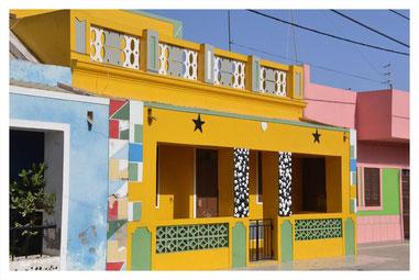bunte Häuser in Rabil auf Boa Vista auf der Süd Tour von Boa Vista Tours