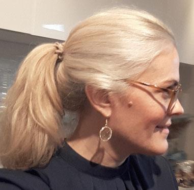 Danielle Marie Armstrong Wortwechel in violett