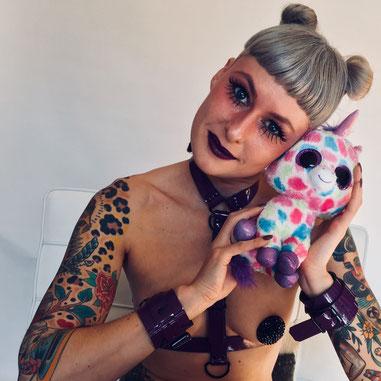 Pussy Galore by Cornee Kooyman - Purple Candy Cuffs