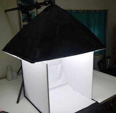 klappbare Fotobox mit Stativ-Fotoleuchte