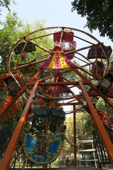 Youhou!!! On prend de la hauteur sur la grande roue de Bishkek!