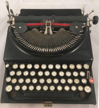 Máquina de escribir REMINGTON modelo 3, fabricada en USA para el mercado francés, s/n V403277, año 1928