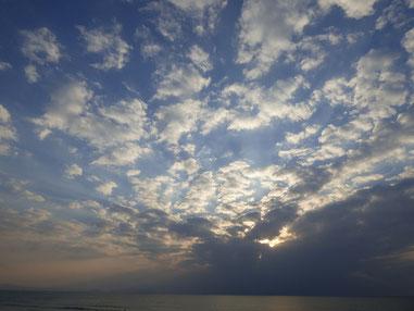 今日は夕日も雲隠れ。