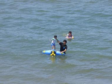 午前中の潮が多い時は釣り、潮引き出して海水浴