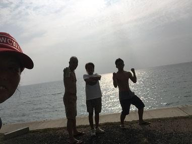 1名 走って、残り3名 クラゲと格闘しながらパド練でした(笑)