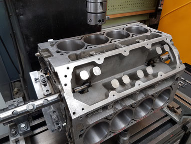 Zylinder aufbohren V8 Motor