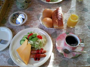 素泊まりに+¥500円でこの朝食がつきます。良心的でしょ?