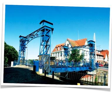 Die Plauer Hubbrücke. Unser Ziel, der Plauer Badewannenrallye.